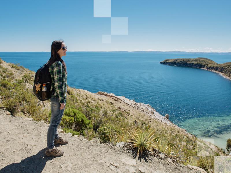 Ciel et eaux bleus au lac Titicaca, les voyageurs solo adoreront !
