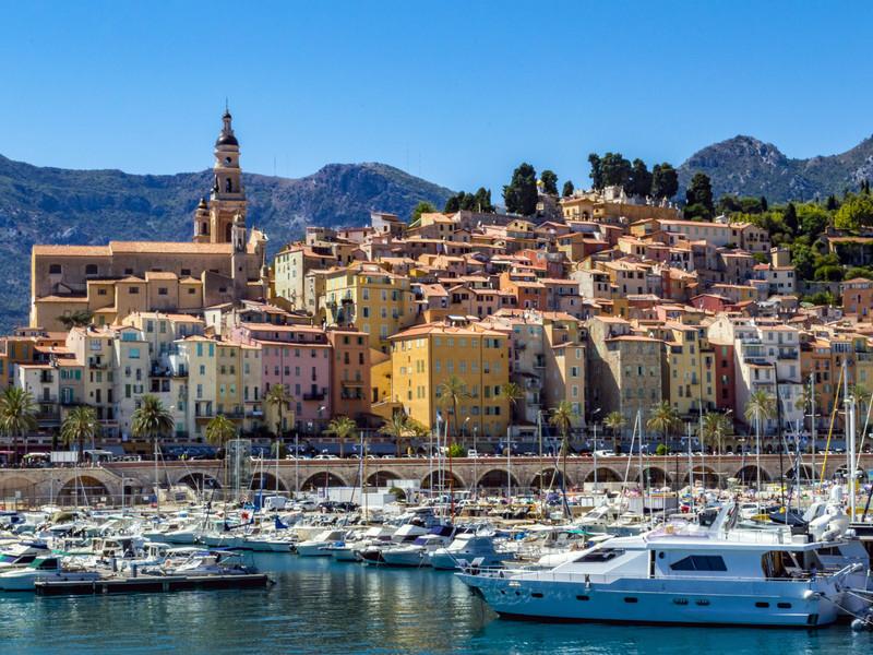 la marina de Mandelieu-la-Napoule sur la Riviera française, un endroit parfait où passer ses vacances d'été