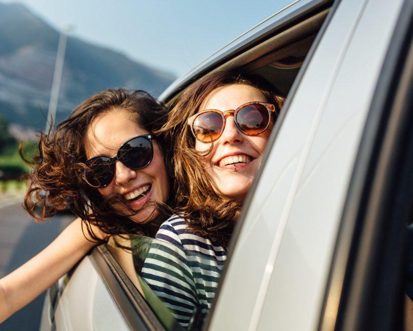L'âge minimal pour louer une voiture peut varier d'un pays à l'autre selon la réglementation locale. Vérifiez si vous avez l'âge requis.